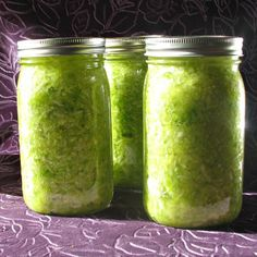 If you want to know how to make sauerkraut, the simplest and best way is by making fermented sauerkraut. This will let you experience all the great benefits of sauerkraut.