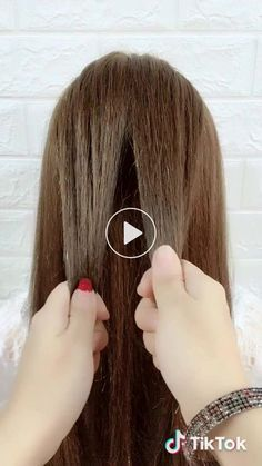 Classic hairstyle✨Super simple✨One way🔥guardar Simple Hairstyle For Saree, Easy Hairstyles For Long Hair, Braided Hairstyles Tutorials, Saree Hairstyles, Headband Hairstyles, Diy Hairstyles, Hair Style On Saree, Hair Designs For Girls, Long Hair Dos