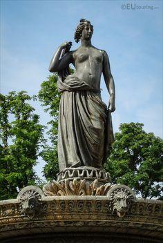Fontaine de Diane Chasseresse Statue de Jean Louis Desprez. Paris 8
