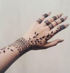 Small Henna Designs, Finger Mehendi Designs, Mehandi Design For Hand, Pretty Henna Designs, Latest Henna Designs, Engagement Mehndi Designs, Henna Tattoo Designs Simple, Mehndi Designs Feet, Back Hand Mehndi Designs