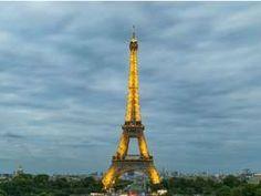 En honor a los fallecidos en Munich, el monumento francés portará los colores de la bandera alemana.