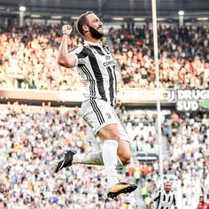 """Mi piace"": 160.8 mila, commenti: 261 - Juventus Football Club (@juventus) su Instagram: ""PIPITA!!! The new season takes flight!  #JuveCagliari #ForzaJuve"""