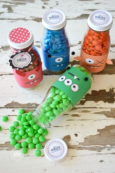 Make these fun Monster Halloween treats. Perfect for a gift idea or to share with a friend or in your child's classroom. Or use for a monster party.