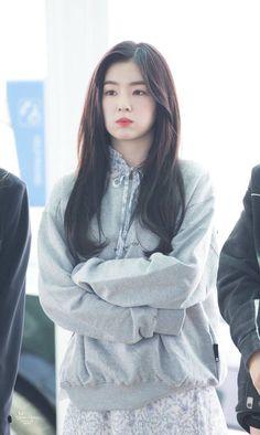 Irene-Redvelvet 180426 Incheon Airport going to LA Exo Red Velvet, Red Velvet Seulgi, Red Velvet Irene, Red Velvet Photoshoot, Rapper, Velvet Fashion, Beautiful Asian Girls, South Korean Girls, Kpop Girls