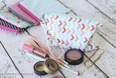 Easy sew zipper pouches - Perfect beginner project! Full tutorial on { lilluna.com }