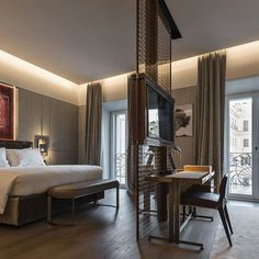 Fendi Private Suites: Luxury Hotel Rome in City Centre Love the lighting! Hotel Lobby Design, Luxury Rooms, Luxurious Bedrooms, Luxury Hotels, Luxury Suites, Luxury Bedding, Home Bedroom, Modern Bedroom, Bedroom Office
