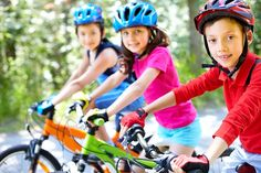 Se ha comprobado que los niños que practican deporte de manera regular, no solo llegan a tener un mejor rendimiento en la escuela, sino que suelen tener mejores relaciones sociales y llegan a ser más felices.  http://psicologiaparaninos.com/2015/05/los-beneficios-de-que-tus-hijos-hagan-deporte/