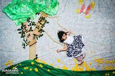 Este é daqueles projetos que nos obriga a pensar duas vezes antes de reclamar da vida. Estas crianças nasceram com algum tipo de deficiência física, são cadeirantes e, pelo menos por um dia, estiveram onde mais gostariam de estar.  As belíssimas imagens foram captadas por João Fábio Matheasi, fotógrafo de 29 anos, de Andradas, no sul de Minas Gerais. Os cenários cuidados e as expressões de felicidade de Luizinho, Luiz, Vivi, Pri, Núbia e Nara carregam o projeto de emoção.