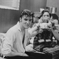 A lovely soft smile from Elvis Johnny B Goode, Sam Phillips, Elvis Presley Family, Young Elvis, Burning Love, King Of Music, George Vi, Lisa Marie, Graceland