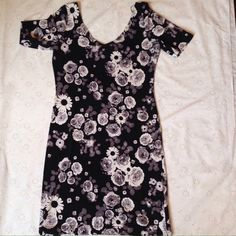 "Selling this ""Floral dress"" in my Poshmark closet! My username is: mariepetite. #shopmycloset #poshmark #fashion #shopping #style #forsale #H&M #Dresses & Skirts"