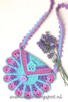 [Free Crochet Pattern] Lovely Peacock Bag Every Little Girl Will Love