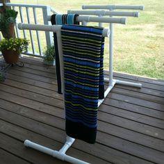 Pvc Towel Rack for Pool is Practical to Use - TopDesignIdeas Pool Towel Holders, Towel Rack Pool, Outdoor Towel Racks, Pvc Pool, Pool Fun, Pool Storage, Pool Hacks, Pool Accessories, Pool Toys
