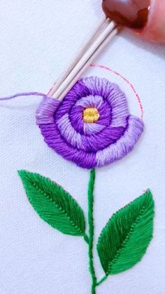 Hand Embroidery Patterns Flowers, Hand Embroidery Projects, Hand Embroidery Videos, Embroidery Stitches Tutorial, Embroidery Flowers Pattern, Creative Embroidery, Simple Embroidery, Hand Embroidery Designs, Ribbon Embroidery