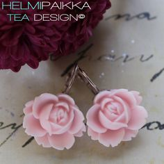 Vaaleanpunaiset ruusukorvikset