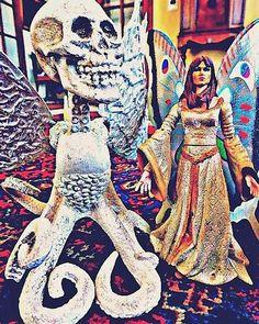 Alberto Gutierrez La Madrid con Michael Dion. 14 de enero a las 10:55 · Instagram ·  Two artoys, by Alberto Gutiérrez La Madrid aka osalgulama. #toyart #osalgulama #mywork #sculpture #albertogutiérrezlamadridart #robots SAN ISIDRO, LIMA, PERÚ.