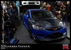 Blue FD2R with carbon fiber Js style hood and lip and Feels style fenders. Photo 01