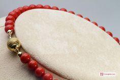 Extra Red Coral Necklace Dark Color round 7½-8mm in Gold 18K Collana Corallo rosso Extra Dark Color pallini 7½-8mm in Oro 18K http://www.maxgioie.com/shop/extra-red-coral-necklace-dark-color-round-7%C2%BD-8mm-in-gold-18k