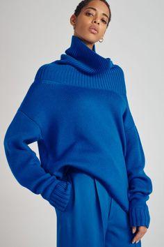 Joseph Pre-Fall 2019 Fashion Show - Tricot 01 Knitwear Fashion, Knit Fashion, Blue Fashion, Fashion Outfits, Fashion Tips, Fashion Design, Feminine Fashion, Fashion 2018, Fashion Fashion