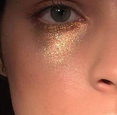 Single Post This Subtle Summer Sparkle Makeup Look Is Easy To Recreate – Das schönste Make-up Makeup Goals, Makeup Inspo, Makeup Art, Makeup Tips, Hair Makeup, Eyeshadow Makeup, Sfx Makeup, Makeup Ideas, Makeup Quiz