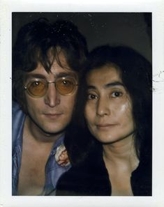 John Lennon & Yoko Polaroid by Andy Warhol Imagine John Lennon, John Lennon Yoko Ono, John Lennon Beatles, Paul Mccartney, Brad Pitt, George Harrison, Hiroshima E Nagasaki, Plastic Ono Band, John Lenon