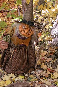 Awesome witch by Scott Smith ~ Halloween Halloween Doll, Holidays Halloween, Spooky Halloween, Vintage Halloween, Halloween Crafts, Happy Halloween, Halloween Decorations, Halloween Pics, Scary Decorations