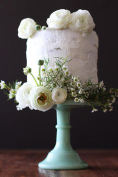 Love matcha so much you kinda want to marry it? Then consider this recipe for white chocolate and green tea wedding cake.