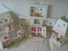 Kit para quarto de bebê menina no tema borboleta no jardim, peças em mdf decoradas com biscuit. Kit composto por: - cesta higiene com 3 caixas - enfeite de porta - abajur - jogo de quadros - farmacinha Peças vendidas separadamente (consulte) R$ 411,00