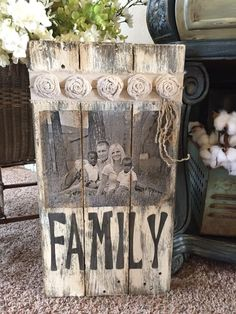 Pallet frame - Rustic Home Decor Diy Pallet Photo Frames, Pallet Pictures, Palette Deco, Wood Projects, Diy Projects For Kids, Crafts For Kids To Make, Kids Diy, Crafts To Sell, Pallet Projects Christmas