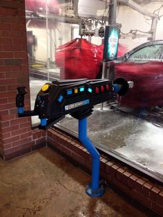 The Suds Blaster turns an automatic car wash into a video game! Stick in your quarters and start spraying down targets.I can see how it would be a great money-maker. People might pay extra just for the joy of playing with a powerful toy.-via Geekologie...