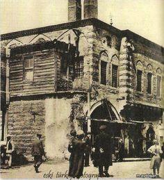 İstanbul, Azapkapı Saliha Sultan Sıbyan Mektebi, 1956 daki çevre düzenlemesi sırasında istimlak edildi..