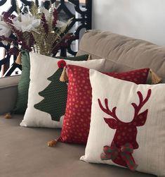 Christmas Cushions, Christmas Pillow, Christmas Home, Christmas Crafts, Handmade Cushions, Diy Pillows, Napkin Rose, Cushion Cover Designs, Diy Christmas Decorations Easy