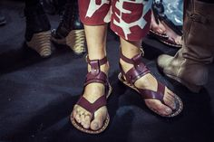 En backstage du défilé Isabel Marant printemps-été 2015 http://www.vogue.fr/mode/inspirations/diaporama/fwpe2015-en-backstage-du-defile-isabel-marant-printemps-ete-2015/20522/image/1091392#!8