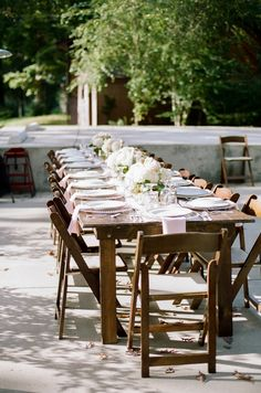 Lauren and Jon's  Lake House Patio Reception. Photography by Jenna Henderson. 10 Adults & 8 Kids.# patioreception #backyard