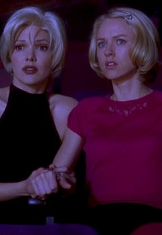 Mulholland Drive - David Lynch. At Club Silencio.