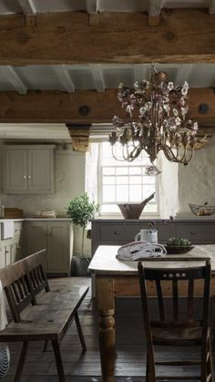 A country kitchen isn't complete without antique and reclaimed finds which will instantly add character to the space and give it that lived-in feel that so many of us crave in a cottage kitchen. Country Kitchen Designs, Country Farmhouse Decor, Rustic Kitchen, Kitchen Ideas, Primitive Kitchen, Country Kitchens, Kitchen Inspiration, Vintage Kitchen Tables, Vintage Farmhouse