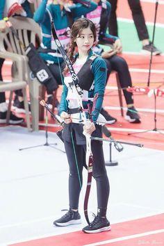 Dahyun the Tofu Archer Kpop Girl Groups, Kpop Girls, Korean Girl Groups, Nayeon, Archery Girl, Warner Music, Rapper, Twice Once, Twice Dahyun