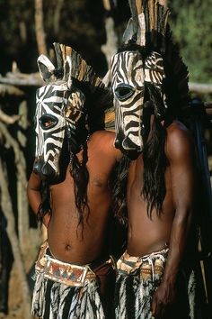 Zulu Maskers, S Africa African Girl, African Men, African Safari, African Beauty, Estilo Tribal, Africa People, Tribal People, African Masks, African Culture