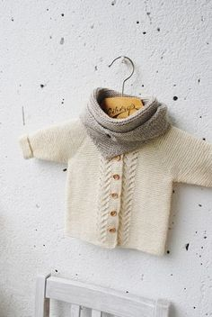 Baby Knitting Patterns Mittens words, wool and clay Baby Knitting Patterns, Knitting For Kids, Baby Patterns, Baby Pullover, Baby Cardigan, Baby Sandals, Baby Booties, Pinterest Baby, Baby Emily