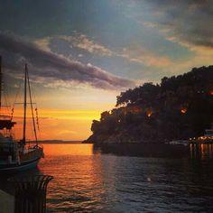 Sunset in Parga, Greece Beautiful Places, Beautiful Pictures, Greece Travel, Greek Islands, Homeland, Travel Destinations, Sunset, Wanderlust, Outdoor