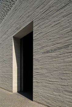 Kolumba Museum — Peter Zumthor #arquitectura #museos #peter zumthor #fachadas #ladrillo