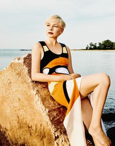 Michelle My Belle: Michelle Williams for Porter Magazine Winter Escape 2016 Short Hair Cuts, Short Hair Styles, Pixie Cuts, Beach Fashion Photography, Michelle Williams Style, Louis Vuitton Presents, Kate Und William, Sassy Haircuts, Hipster Hairstyles