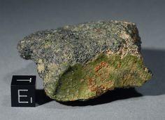 Un extraño meteorito verde catalogado como NWA 7325 y que fue encontrado en Marruecos el año pasado, podría tratarse de la primera roca proveniente de Mercurio, el planeta más cercano al Sol,