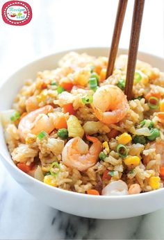 Shrimp fried rice - use cauliflower rice for super healthy meal arroz frito Fish Recipes, Seafood Recipes, Asian Recipes, Dinner Recipes, Cooking Recipes, Healthy Recipes, Chinese Recipes, Recipies, Damn Delicious Recipes