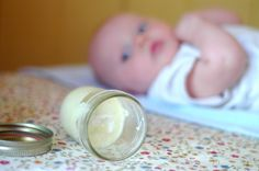 Homemade Garlic Salve for Coughs & Colds - You won't believe how well this works for the little ones! And it's only 3 ingredients! - Homemade Garlic Salve for Coughs & Colds - You won't believe how. Flu Remedies, Herbal Remedies, Health Remedies, Baby Cough Remedies, Holistic Remedies, Baby Health, Kids Health, Health Tips, Sick Baby