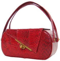 For some women, buying a genuine designer handbag is not really something to dash into. Since these handbags can certainly be so high priced, ladies usually agonize over their decisions prior to making an actual handbag acquisition. Vintage Purses, Vintage Bags, Vintage Shoes, Vintage Accessories, Fashion Accessories, Purses And Handbags, Ladies Handbags, Red Handbag, Crochet Purses