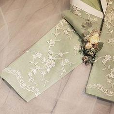 ㆍ THE DAN ㆍ ㆍ ㆍ ㆍ ㆍ ㆍ ㆍ ㆍ ㆍ ㆍ ㆍ ㆍ ㆍ ㆍ ㆍ ㆍ ㆍ #한복더단#더단#한복 #레이스한복#혼주한복 #신부한복#한복스타그램 #어머님한복#결혼예복 #드라이플라워#유칼립투스 #라벤더#보라#부토니어 #꽃장식#더단한복#가을 #beautiful#wedding#flower #korea #hanbok#lovely #decor#seasons#dress