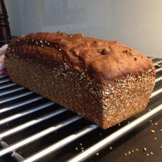 Danskt rågbröd med grovt rågmjöl och svart sirap gör det här brödet både vackert och gott. Riktigt enkelt att göra och en stor favorit! Banana Bread, Food And Drink, Baking, Desserts, Recipes, Velvet, Tailgate Desserts, Deserts, Bakken
