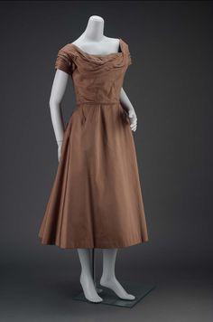 1955, America - Woman's dress by Ceil Chapman - Plain-weave silk, metal zipper