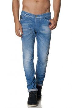 97% Algodão  3% ElastanoUm dos mais recentes modelos para homem. Com cinta baixa e perna muito justa, este fit funciona quase como jeans skinny para homem, uma vez que se tornam mais justos na direção do tornozelo. Além de atual e tendência, Slender é também muito confortável, u