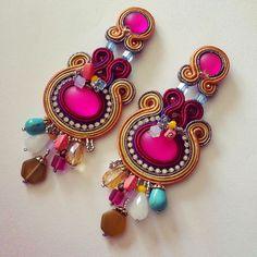 Splendido esempio di orecchini in soutache. Scopri tutti i colori delle fettucce nel nostro Shop: http://www.cplfabbrika.com/creazionebijoux/soutache.html